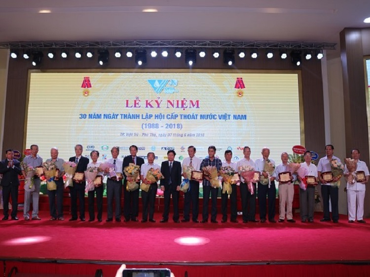 1192/Tri ân các lão thành có nhiều đóng góp đối với ngành và Hội Cấp thoát nước Việt Nam