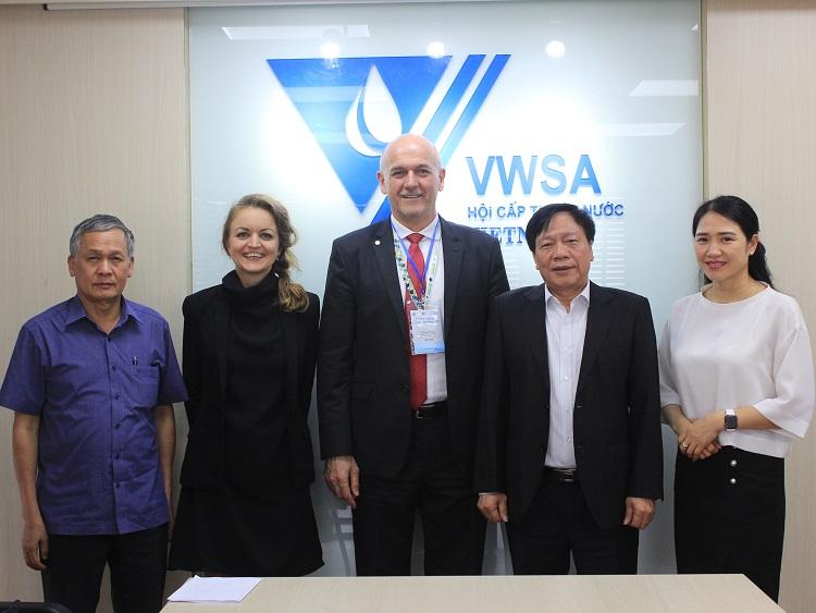 Chủ tịch Hiệp hội nước Hungary tới thăm và làm việc với VWSA