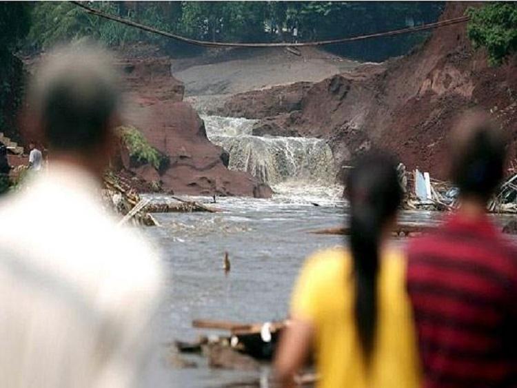 1112/Ác mộng 'sóng thần' giữa đêm khiến gần trăm người chết