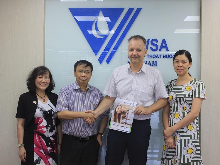 2101/VWSA làm việc với đại diện Trung tâm nước Đông Nam Á