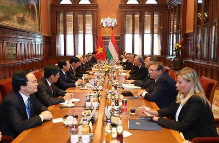 1357/Việt Nam và Hungary ký kết nhiều văn kiện hợp tác