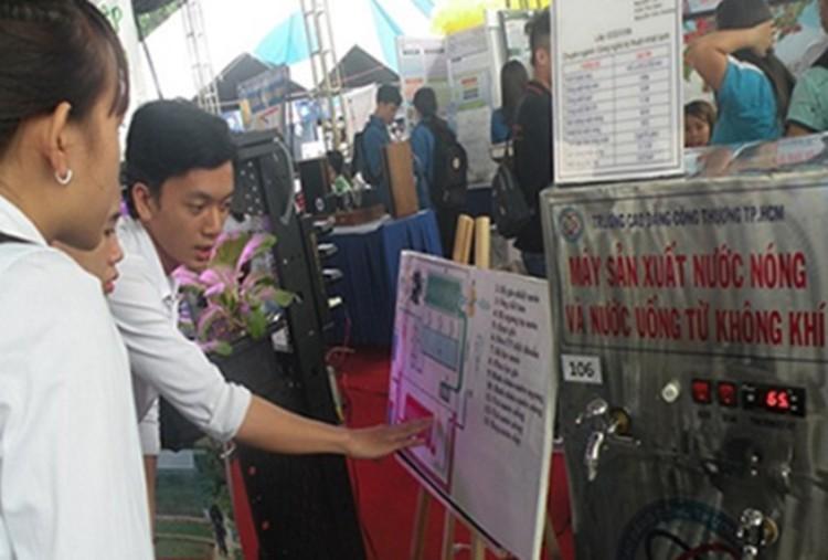 1068/Máy sản xuất nước nóng và nước uống từ không khí của sinh viên TPHCM