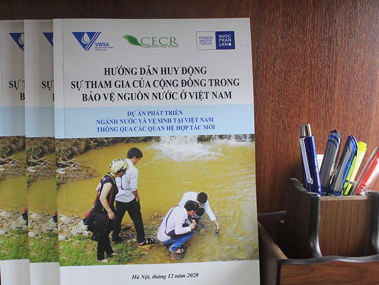 """Sổ tay """"Hướng dẫn huy động sự tham gia của cộng đồng trong bảo vệ nguồn nước ở Việt Nam"""""""