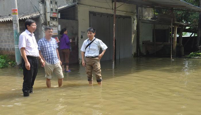 1275/Xử lý nguồn nước cho người dân vùng ngập lụt huyện Chương Mỹ
