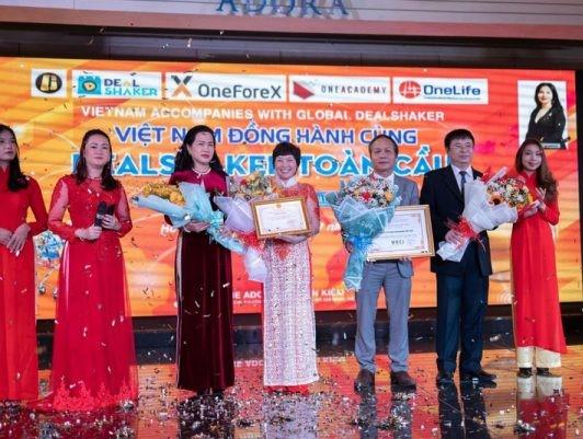 2122/Dealshaker đã có mặt tại sàn thương mại điện tử Việt Nam