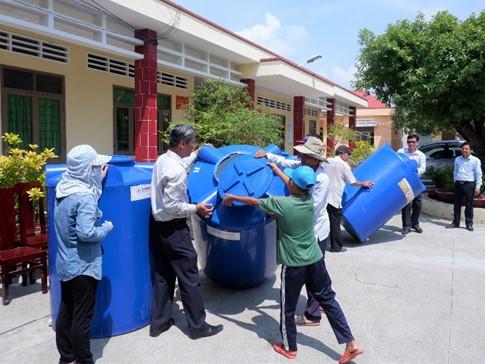 2109/2 hệ thống lọc nước nhiễm mặn tặng người dân Tiền Giang