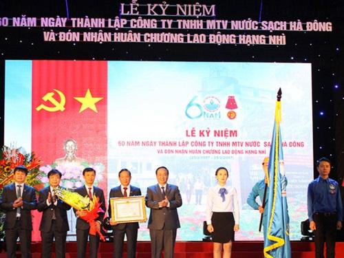 Công ty Nước sạch Hà Đông nhận Huân chương Lao động hạng Nhì
