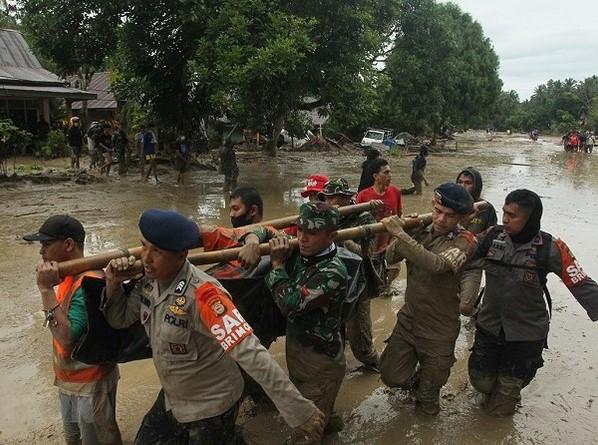 2089/Lũ lụt tại Indonesia khiến 15 người chết và hàng chục người mất tích