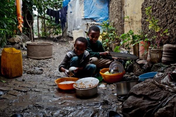 765/Chùm ảnh : Xót lòng cảnh 'đói' nước ở khu ổ chuột
