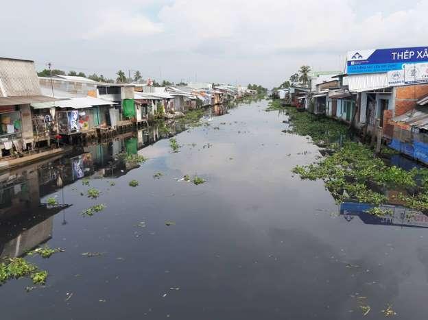 1590/Tiền Giang: Người dân kêu cứu vì nước sông ô nhiễm nặng