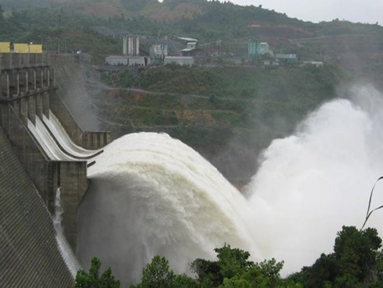 933/Thượng nguồn mưa lớn, thuỷ điện Sơn La và Hoà Bình mở thêm cửa xả đáy