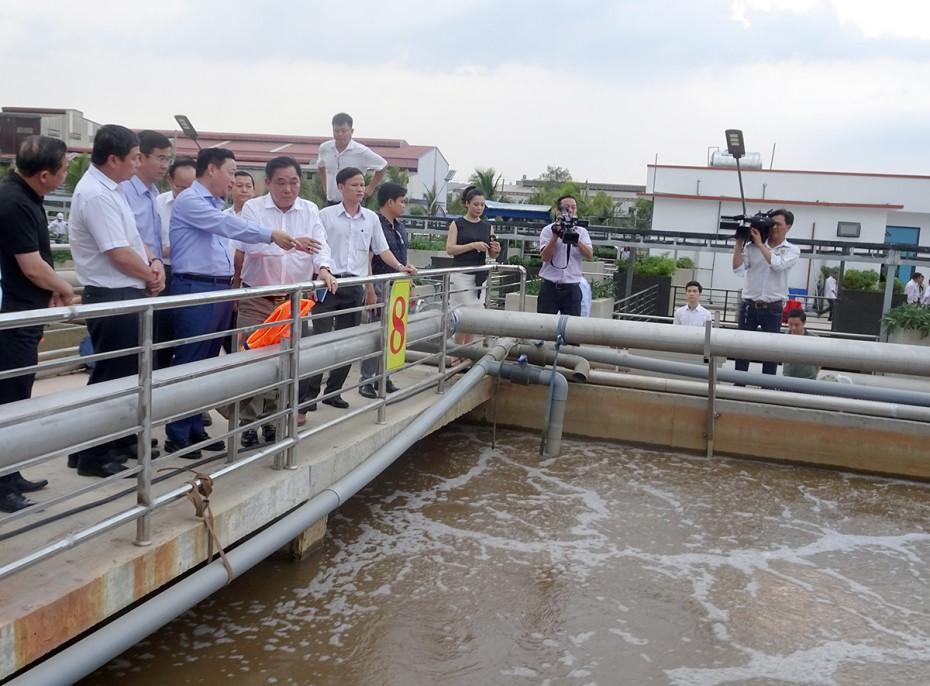 1589/Bộ trưởng Trần Hồng Hà khảo sát Nhà máy xử lý nước thải Sóng Thần II