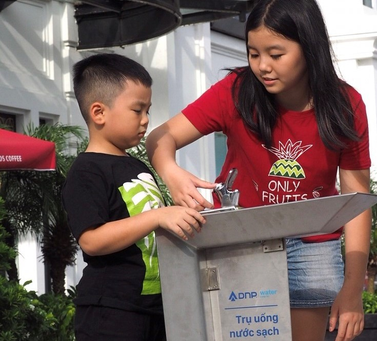 DNP Water lắp đặt 7 trụ nước uống miễn phí tại Phan Thiết, Long An