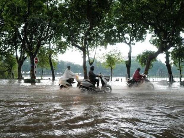 2165/Hà Nội mới mưa lớn đã ngập nặng, đâu là giải pháp?