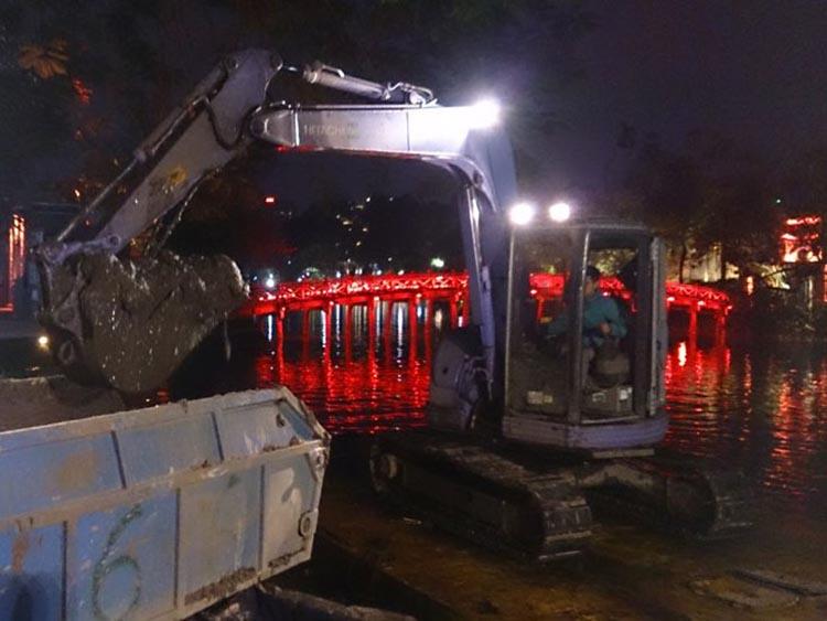 1077/Hoàn thành Dự án nạo vét hồ Hoàn Kiếm: Giữ mãi màu xanh
