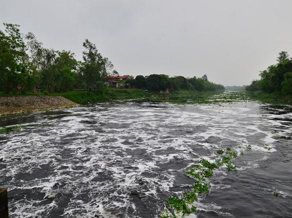 2156/Ô nhiễm trên các sông quanh Hà Nội bao giờ chấm dứt?