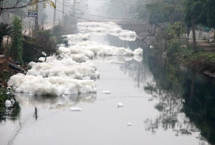 2091/Chất lượng nước sông phía Bắc: Các điểm nóng vẫn chưa ''hạ nhiệt''