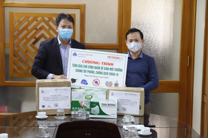 Tiếp sức cho những công nhân vệ sinh môi trường