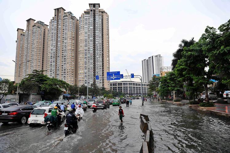 2086/Chống ngập đường Nguyễn Hữu Cảnh: Cốt nền và bài học tham bát bỏ mâm
