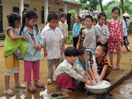 102/Quyết tâm hoàn thành chỉ tiêu nước sạch nông thôn