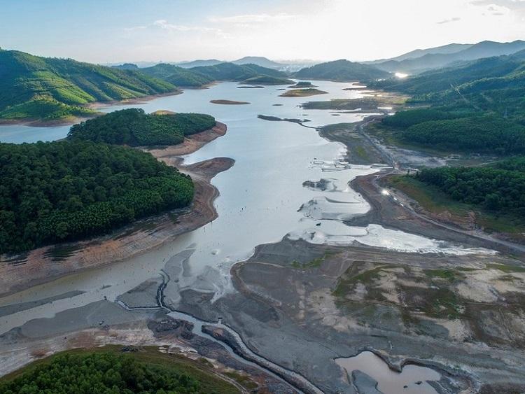 2106/Hồ chứa nước ngọt lớn nhất Quảng Ninh cạn kỷ lục