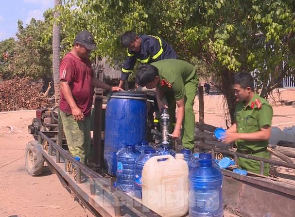 1989/Mang hơn 24.000 lít nước sạch đến với người dân vùng biên giới