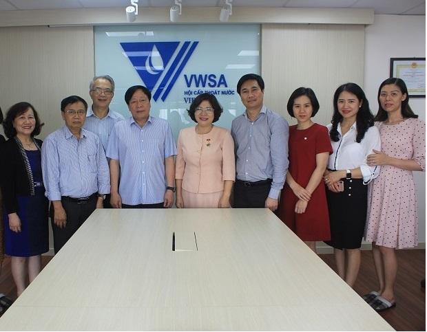 Thứ trưởng Bộ Xây dựng Phan Thị Mỹ Linh thăm và làm việc với Hội Cấp thoát nước Việt Nam